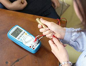 電磁波・静電気の測定器