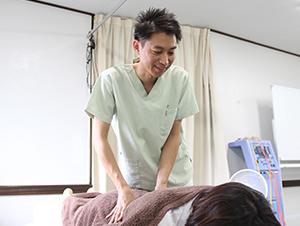 腰の施術 写真